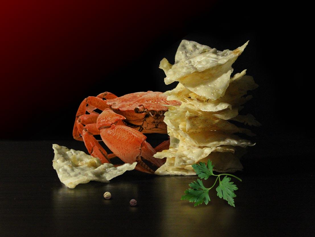 Iscenesat photo shoot chips og krabbe produkter